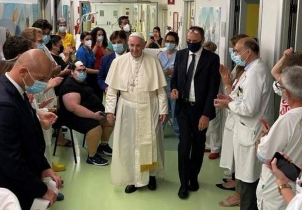 Pope Francis leaves hospital 10 days after intestinal surgery details picture