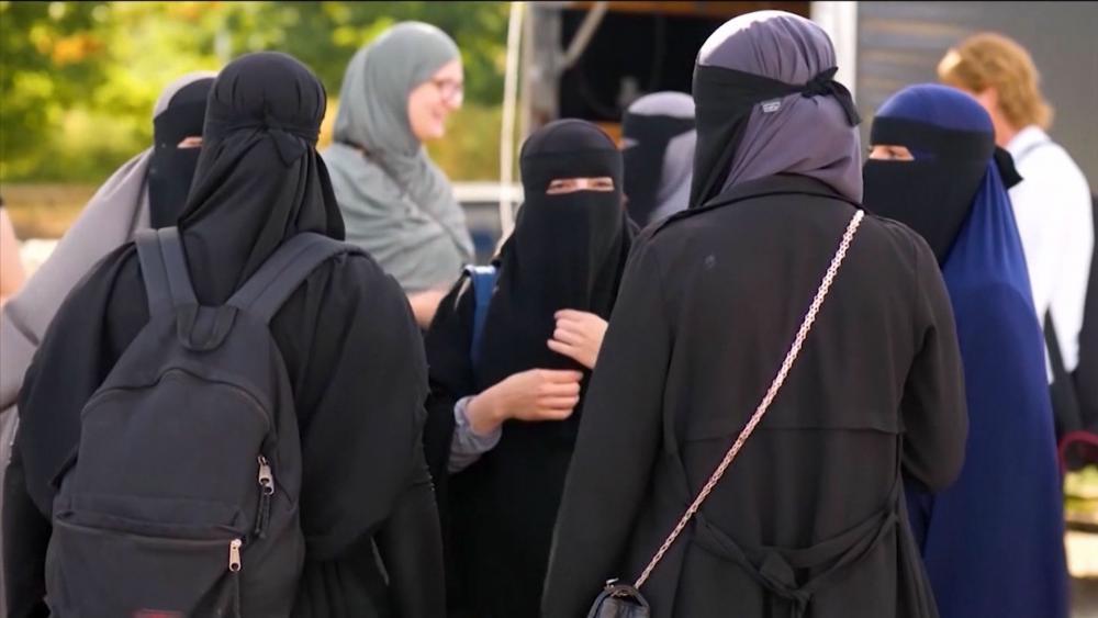 Judge Denies Woman's Divorce Proceedings, Orders Her to Appear in Sharia Tribunal